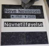 Gravstein Navnetilføyelse av fremhevet tekst på etterhugget bunn på eksisterende stein.