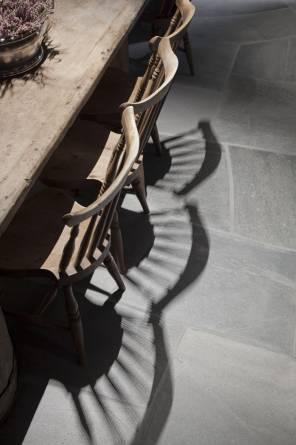 Lys Oppdal på gulv fra MINERA SKIFER
