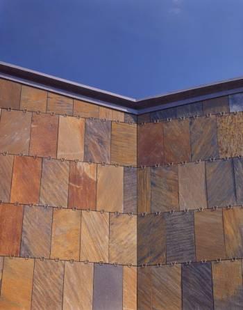 Fasade med Otta rustskifer fra MINERA SKIFER