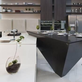 Blanco Zeus kombinert med mørk stein-Silestone-Cosentino