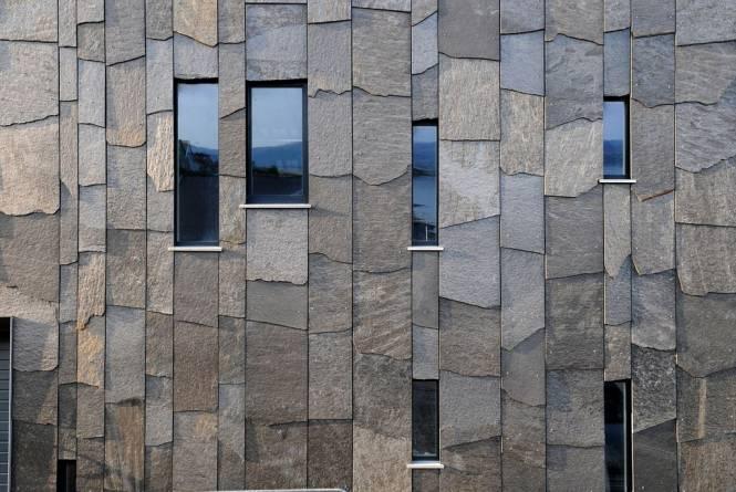 Stående forblending av fasade Ottaskifer fra MINERA SKIFER