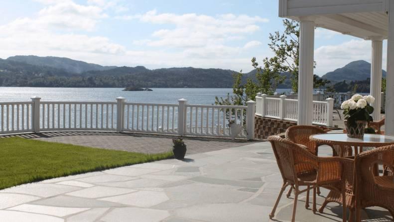 Bruddheller på terrasse.  Foto: Oppdal Sten