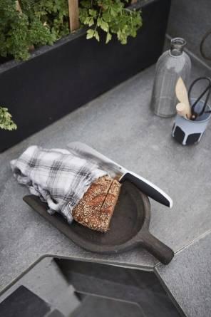 Lys Oppdal benkeplater ute på terrasse fra MINERA SKIFER