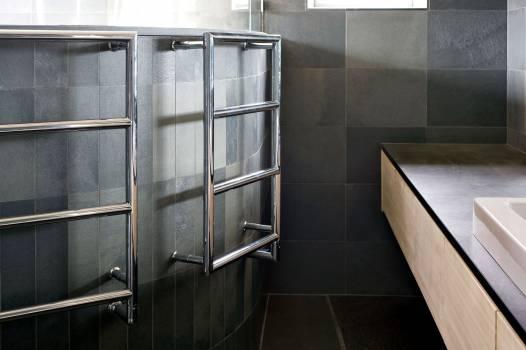 Skifer på vegg og gulv på Bad-privat-bolig-MINERA SKIFER-Nerlands Granittindustri AS