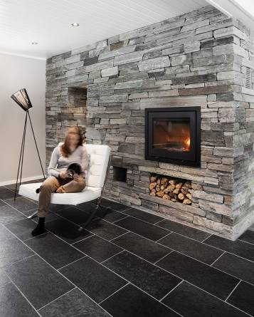 Otta børstet flis på gulv og lys Oppdal murstein fra MINERA SKIFER