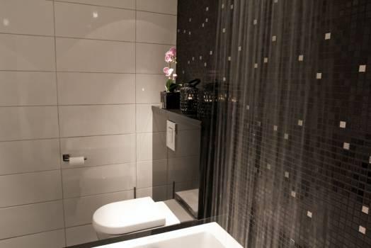 Toalett-sisterne i Sort granitt. Foto: Nerlands Granittindustri AS
